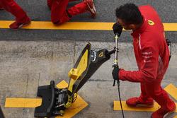Ferrari mechainc with front jack