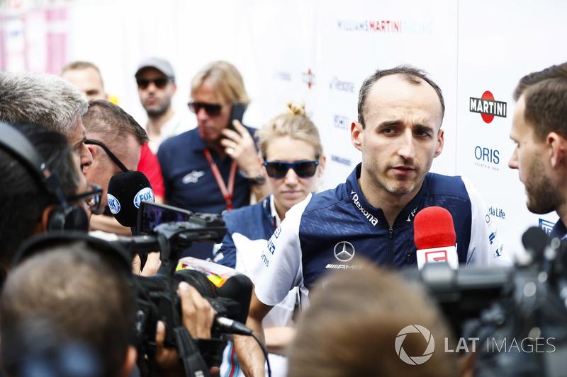 Robert Kubica, Williams Martini Racing, parla con i media