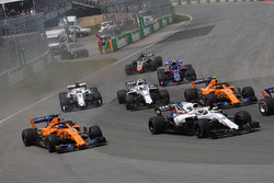 Fernando Alonso, McLaren MCL33 and Lance Stroll, Williams FW41 at the start of the race