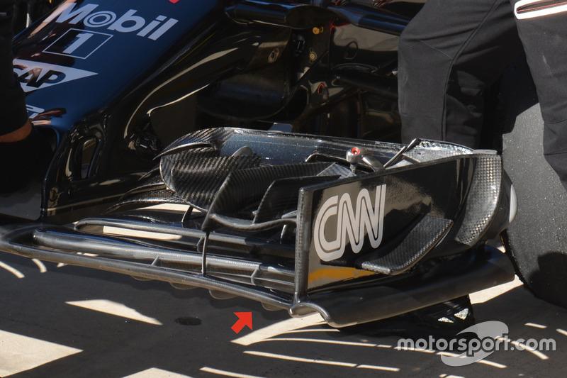 McLaren MP4-31, front wing