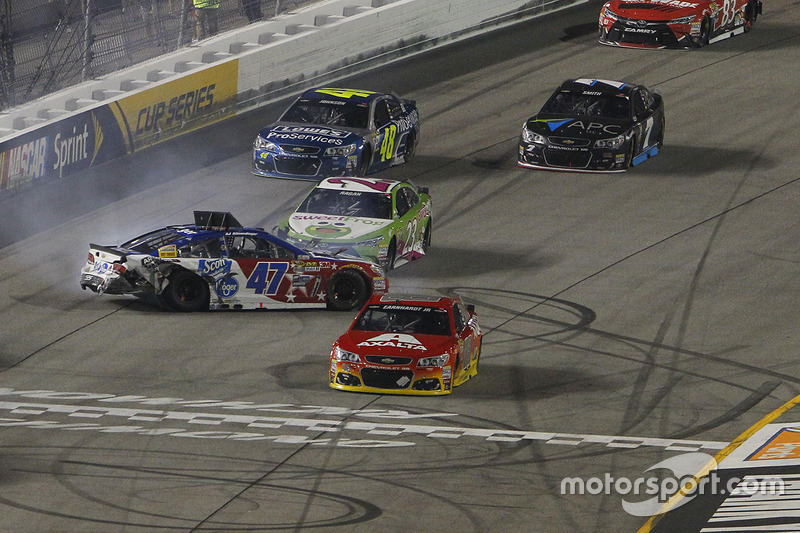 Choque de A.J. Allmendinger, JTG Daugherty Racing Chevrolet crash