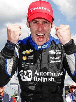 Переможець гонки Сімон Пажно, Team Penske Chevrolet