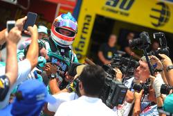 Barrichello conquista pole