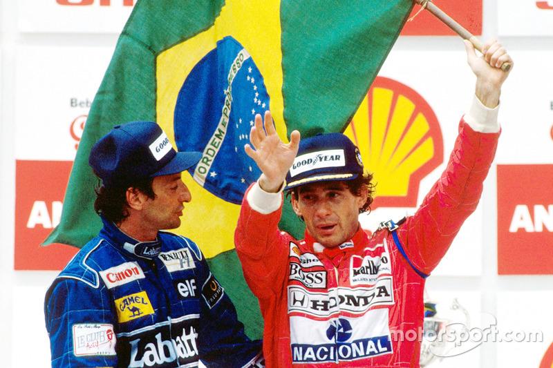 Podium : le vainqueur Ayrton Senna, McLaren, et le deuxième Riccardo Patrese, Williams