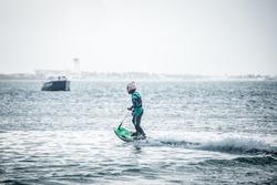 Nelson Piquet Jr. surfista a Cancún