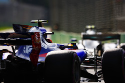 Карлос Сайнс-мл., Scuderia Toro Rosso STR12, и Валттери Боттас, Mercedes AMG F1 W08