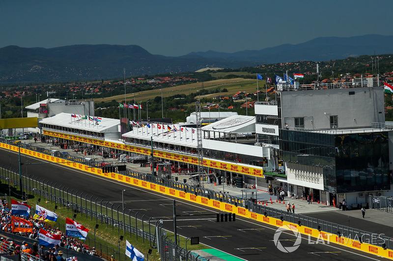 Vista de pista recta principal y pitlane