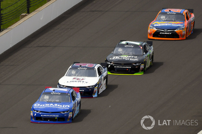 Elliott Sadler, JR Motorsports Chevrolet y William Byron, JR Motorsports Chevrolet