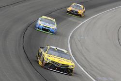 Daniel Suarez, Joe Gibbs Racing Toyota and Kasey Kahne, Hendrick Motorsports Chevrolet