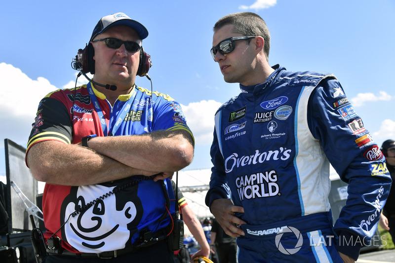 David Ragan, Front Row Motorsports, Ford, mit Crewchief Derrick Finley