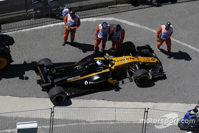 Sergey Sirotkin, Renault Sport F1 Team RS17 parado en la pista