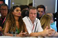 Jos Verstappen y su novia la modelo Amanda Sodre