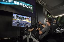 Fernando Alonso, McLaren in een simulator