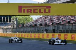 Patrick Friesacher, F1 Experiences tweezitter-rijder en Frankie Muniz, acteur en Zsolt Baumgartner, F1 Experiences tweezitter-rijder en Will Buxton, NBC TV-presentator