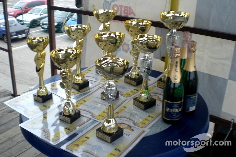 Заповітні кубки фіналу ЧУ з кільцевих гонок