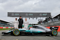 Lewis Hamilton, Mercedes AMG F1, Valtteri Bottas, Mercedes AMG F1, Toto Wolff, Mercedes AMG F1 Accionista y Director Ejecutivo