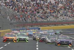 Start: Denny Hamlin, Joe Gibbs Racing Toyota, Matt Kenseth, Joe Gibbs Racing Toyota