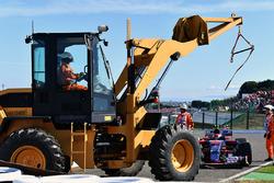 Race retiree Carlos Sainz Jr., Scuderia Toro Rosso STR12 and tractor