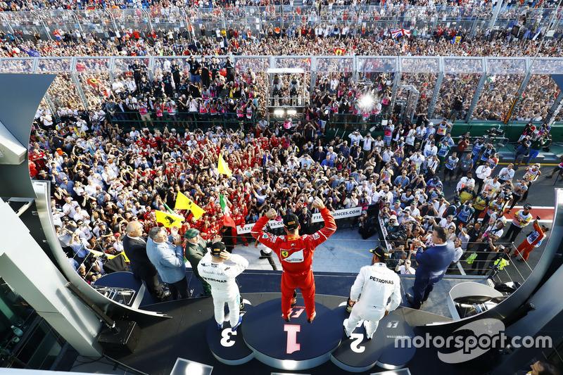 Podium : le vainqueur Sebastian Vettel, Ferrari, le second Lewis Hamilton, Mercedes AMG F1, le troisième Valtteri Bottas, Mercedes