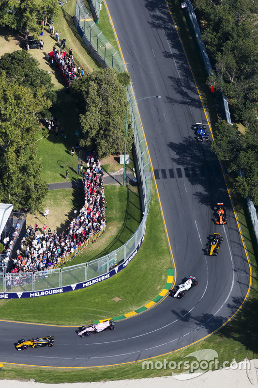 Nico Hulkenberg, Renault Sport F1 Team RS17, leads Esteban Ocon, Force India VJM10, Lance Stroll, Wi