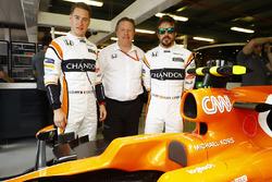 Stoffel Vandoorne, McLaren, Fernando Alonso, McLaren, Zak Brown, directeur exécutif de McLaren Technology Group