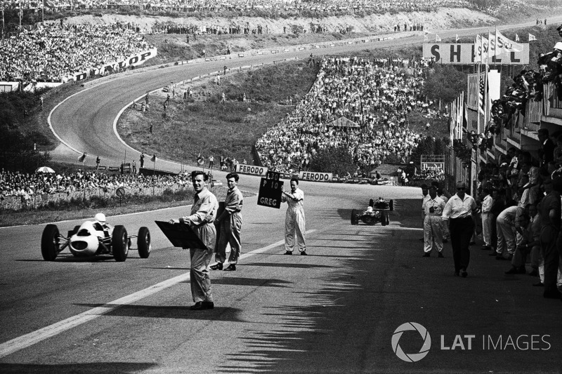 1962 - A classic view of Eau Rouge
