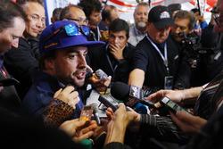Fernando Alonso, Andretti Autosport Honda, talks to the media