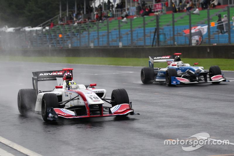 Yuhi Sekiguchi(ITOCHU ENEX TEAM IMPUL) dan Kamui Kobayashi(carrozzeria Team KCMG)