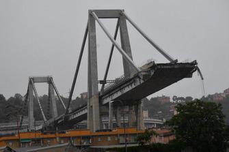Il ponte Morandi dopo il crollo