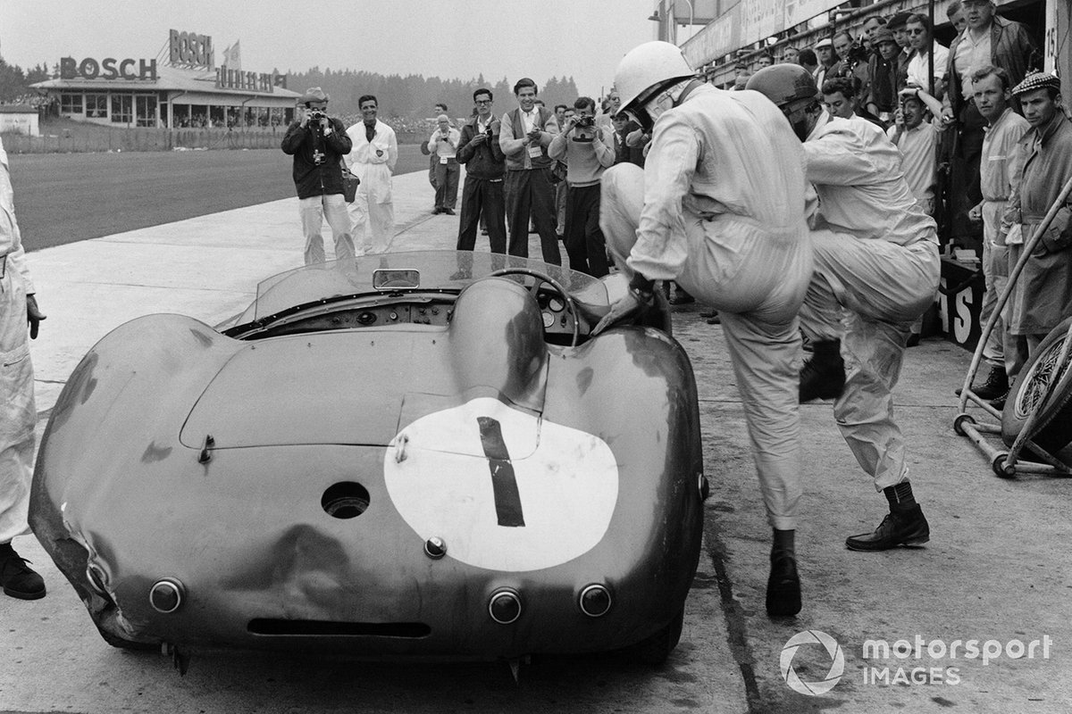 Stirling Moss, Jack Fairman, Aston Martin DBR1, pit stop and driver change