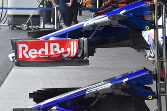 Toro Rosso STR13, dettaglio dell'ala anteriore