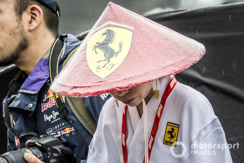 Болельщицы Ferrari