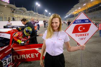 Pit güzeli, #34 Team Turkey, Salih Yoluç, Ayhancan Güven, Mercedes AMG GT3
