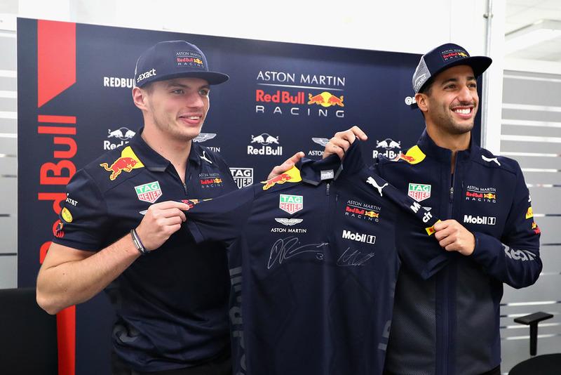 Daniel Ricciardo, Red Bull Racing e Max Verstappen, Red Bull Racing, posano per una foto