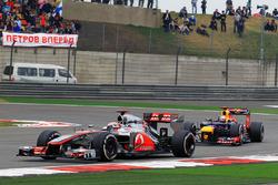 Jenson Button, McLaren MP4-27 ySebastian Vettel, Red Bull Racing RB8