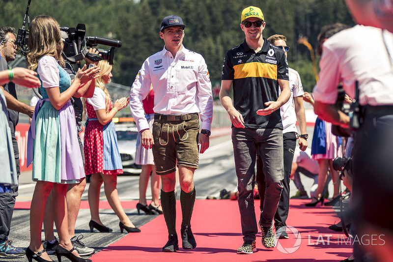 Max Verstappen, Red Bull Racing and Nico Hulkenberg, Renault Sport F1 Team on the drivers parade