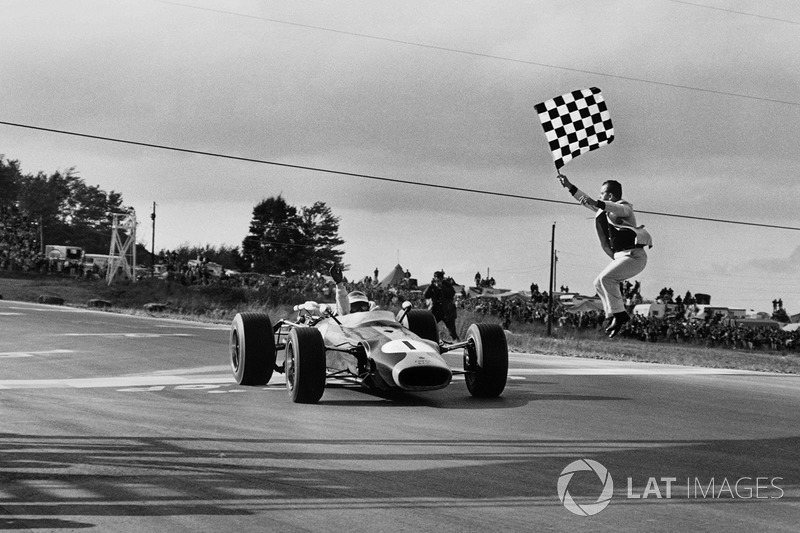 Jim Clark, Lotus 43 BRM takes the chequered flag