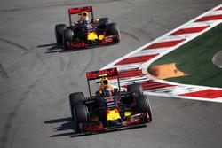 Daniil Kvyat, Red Bull Racing RB12, Daniel Ricciardo, Red Bull Racing RB12