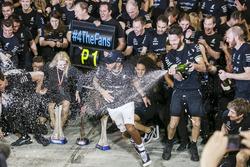 Race winner Valtteri Bottas, Mercedes AMG, Lewis Hamilton, Mercedes AMG and the team are celebrating