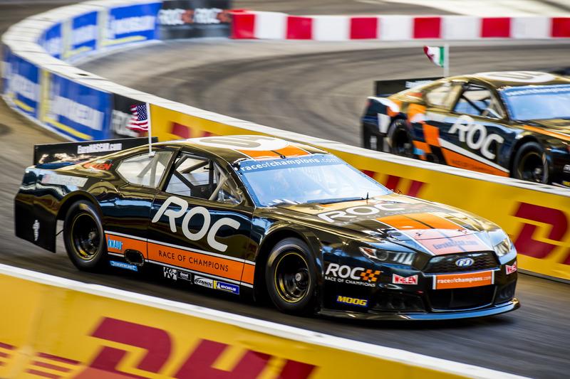 Ryan Hunter-Reay conduce el Whelen NASCAR