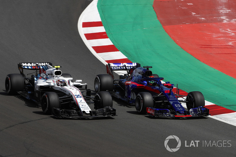 Sergey Sirotkin, Williams FW41, battles with Brendon Hartley, Toro Rosso STR13