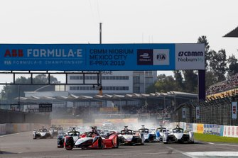 Pascal Wehrlein, Mahindra Racing, M5 Electro, leads at the start of the race