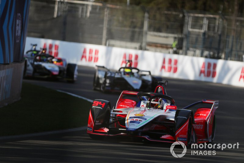 Pascal Wehrlein, Mahindra Racing, M5 Electro, leads Oliver Rowland, Nissan e.Dams, Nissan IMO1, and Lucas Di Grassi, Audi Sport ABT Schaeffler, Audi e-tron FE05