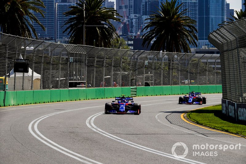Alexander Albon, Toro Rosso STR14, Daniil Kvyat, Toro Roso STR14