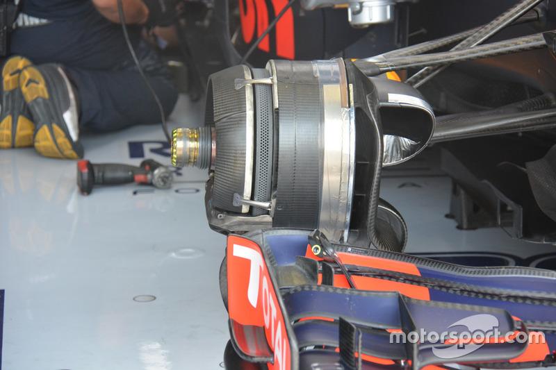 Max Verstappem, Red Bull Racing RB12, Front brake