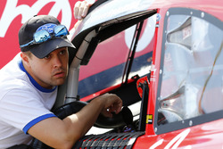 Ricky Stenhouse Jr., Roush Fenway Racing Ford talking to Ryan Reed, Roush Fenway Racing Ford