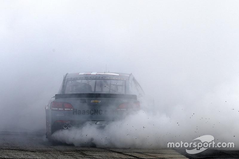 Tony Stewart, Stewart-Haas Racing Chevrolet festeggia la sua ultima gara a Bristol