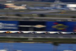 Joey Logano, Team Penske Ford Fusion, Denny Hamlin, Joe Gibbs Racing Toyota