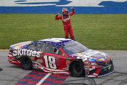 Race winner Kyle Busch, Joe Gibbs Racing, Toyota Camry Skittles Red White & Blue