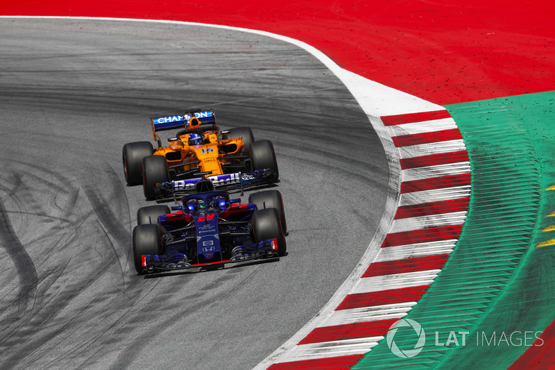 Brendon Hartley, Toro Rosso STR13, Fernando Alonso, McLaren MCL33
